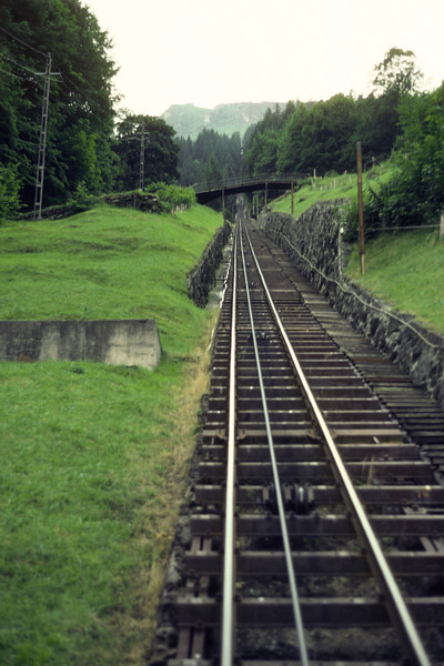 From Lauterbrunnen I took a cog wheel train up to Mürren some 800 m above Lauterbrunnen.