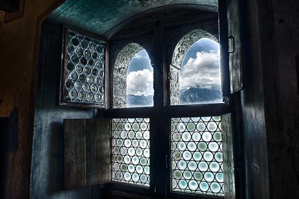 Chillon castle interior