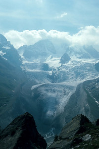 On the way to the Coaz Hütte -- glaciers on the other side of the Val Roseg
