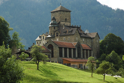 Ortenstein castle in Tomils