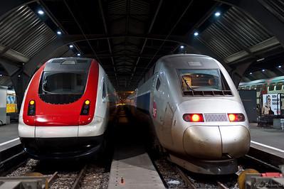 слева Швейцария, справа Франция :)