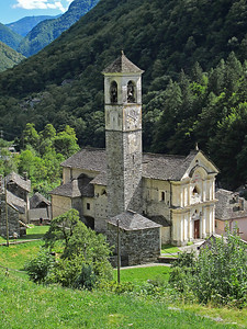 Lavertezzo church in Valle Verzasca