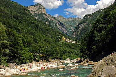 Hiking in Valle Versasca