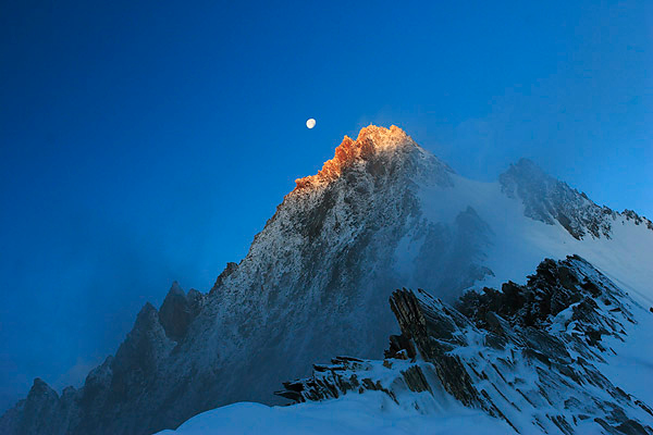 Moonset, Nadelhorn summit, Saastal