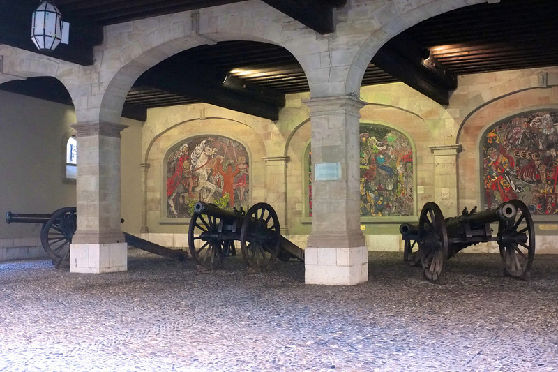 These cannons were arranged under a civic building.