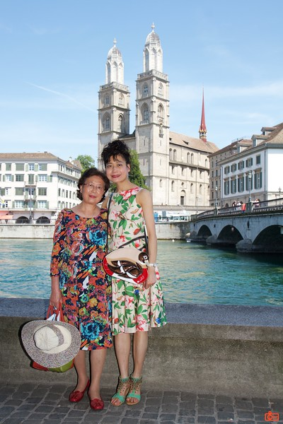 Rosa and her mother in the downtown Zürich. The church in the background is the Grossmünster; construction of the Protestant church commenced in the year 1100.<br /> IMG_9320