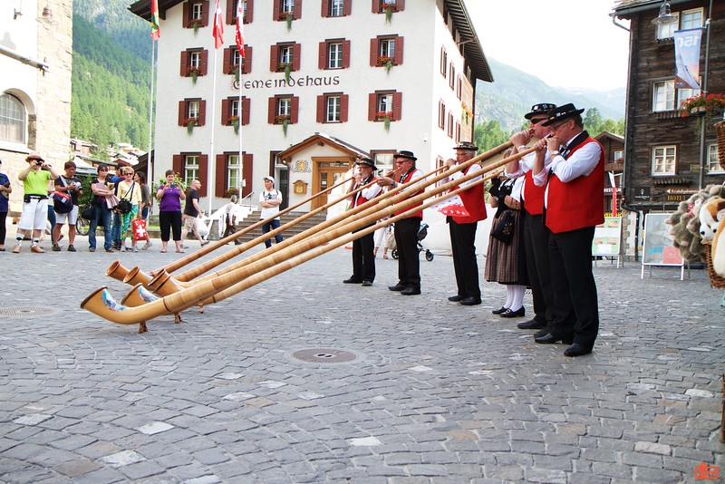 Locals play the Alphorn for tourists. Note: they were not asking for anything; there was no donation box.<br /> IMG_9735