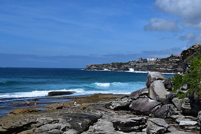Dipping toes in the azure waters along the Bondi-Coogi walk