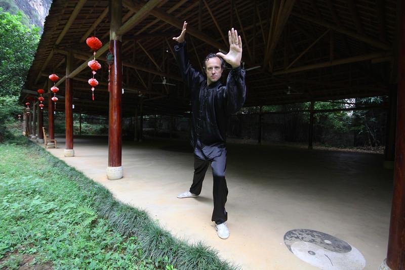 """Tai chi chuan (tai ji quan) je legendarna kitajska veščina meditacije v gibanju, ki jo pri nas poučujeva v mini skupinah do največ 5 učencev. To nama omogoča popolnoma individualni pristop k učenju vsakega posameznika glede na njegove zmožnosti in sposobnosti. <br /> <br /> Pri učenju se drživa načina poučevanja, kot sva ga bila sama deležna na Kitajskem. Izogniti se skušava »zahodnim« prilagoditvam, ki iz tai chija večkrat naredijo telovadno-plesno veščino in pri tem izgubijo osnovno bistvo veščine oz. njegovo globino. Učenca želiva čimprej pripeljati do osvojitve željene tai chi forme in ga s tem usposobiti, da lahko sam nadaljuje svojo meditativno tai chi nadgradnjo. <br /> <br /> Poseben poudarek dajeva kontaktu z naravo, saj se pri nas tako tai chi vedno poučuje na prostem, na svežem zraku pod Pohorjem. V učenju tai chija je vključen tudi qi gong, ki ga poučujeva tudi ločeno v obliki wu qin shi.<br /> <br /> S tečaji pričnemo v marcu 2015. Vanje se lahko vključite kadarkoli, saj poučevanje poteka z vsakim učencem individualno. <br /> <br /> Kontakt:<br /> 068-186-285<br /> 068-184-190<br /> taichitravelers@gmail.com<br />  <a href=""""http://www.taichicourses.eu/TAI-CHI-TECAJI"""">http://www.taichicourses.eu/TAI-CHI-TECAJI</a>"""