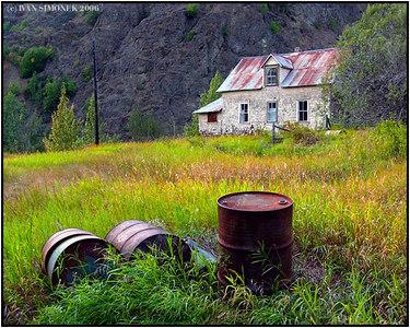 """ROLL OUT THE BARRELS"", Telegraph Creek, a ghost town in B.C., Canada-----""VYVALTE SUDY"", Telegraph Creek,  mesto duchu v B.K., Kanada."
