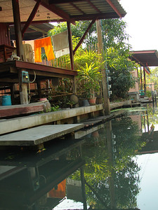 Homes along Bankok waterways.