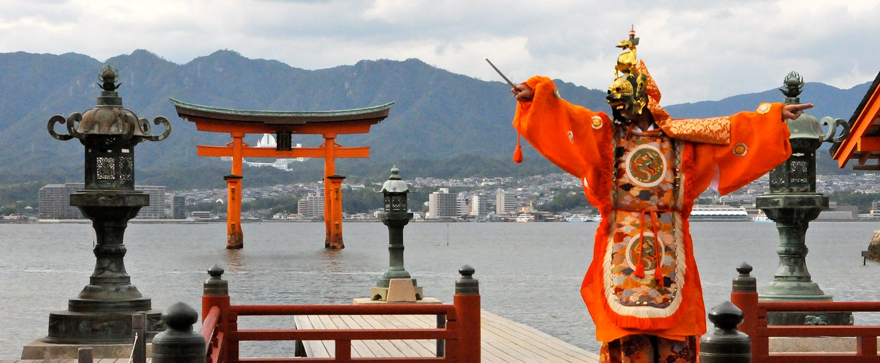 DANCE AT ITSUKUSHIMA JINJA SHRINE