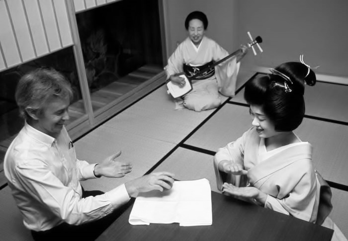 PARLOUR GAMES WITH GEIKO IN KYOTO
