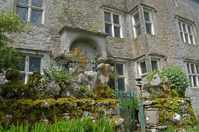Nether Lodge, intriguing architecture