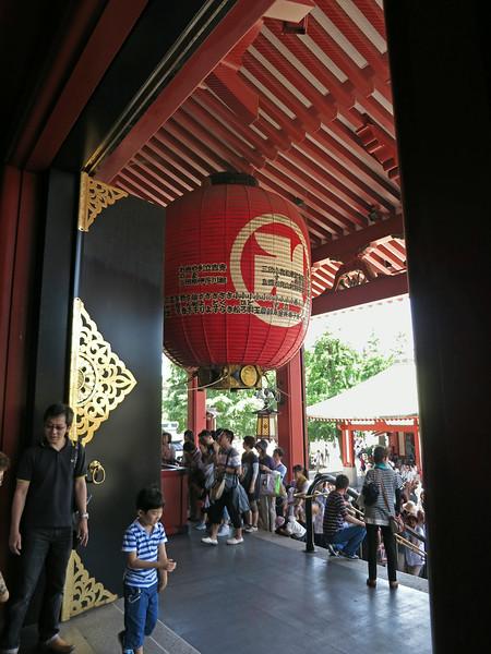 Huge lantern above the entry steps to Kannondō (Kannon Hall)