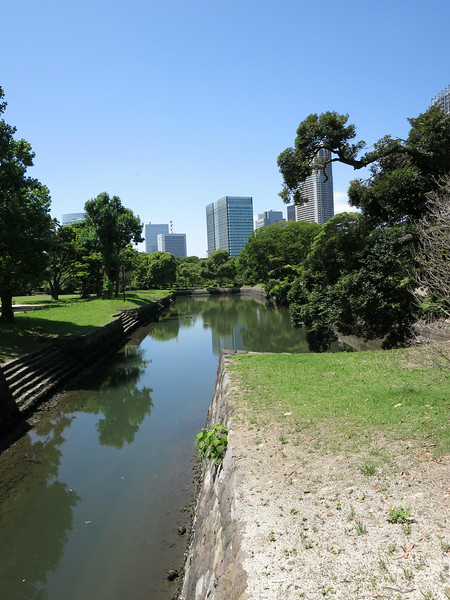 On the way to the boat pier, looking SW after entering Hamarikyu Gardens.