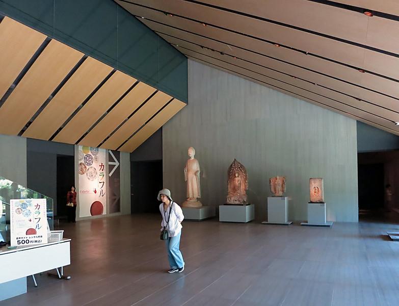 Nezu Museum lobby