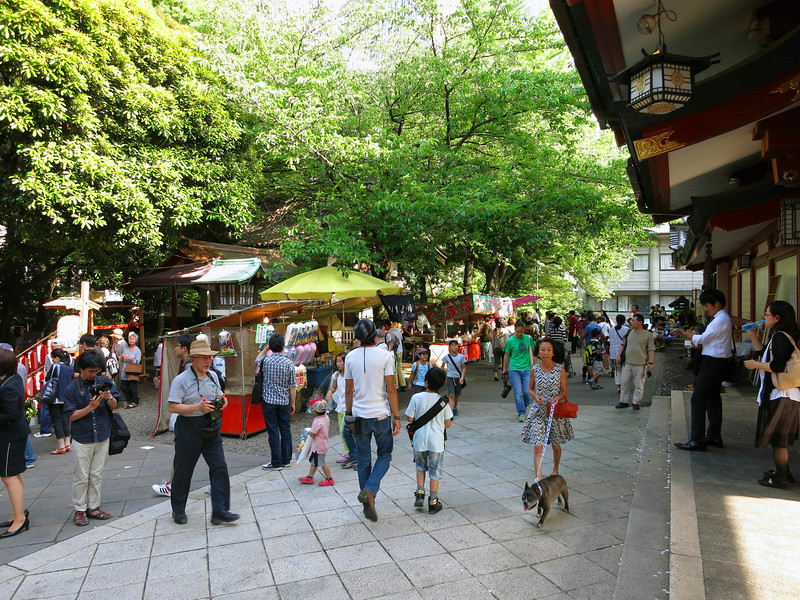 Food stalls outside the courtyard of the shrine