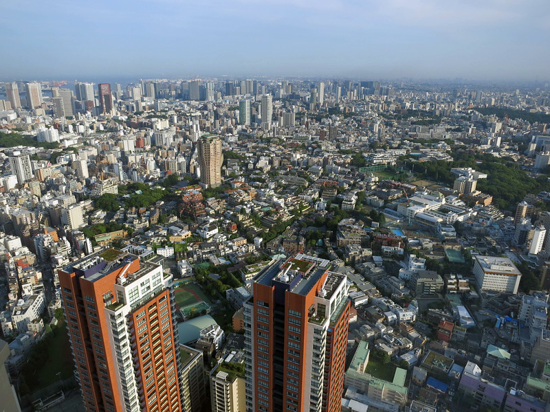 The top-heavy beige tower in the center is Moto-azabu Hills: from Roppongi Hills, Mori Tower, 52nd floor at sunset