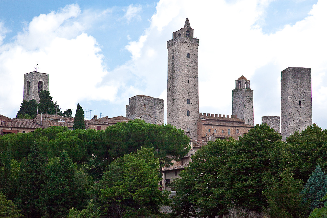 TUSCAN HILL TOWN OF SAN GIMIGNANO