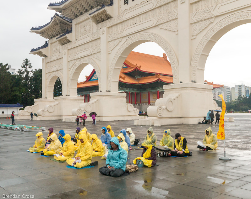 Falun Dafa / Falun Gong practitioners in front of the Liberty Square Main Gate. Bringing attention to their cause in Taiwan as they can't really in the PRC.