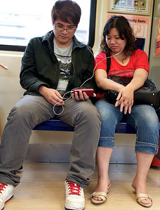 7 of the 10 phones on the Taipei subway are iPhones.