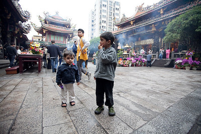 Siblings taking it all in at the Longshan temple.