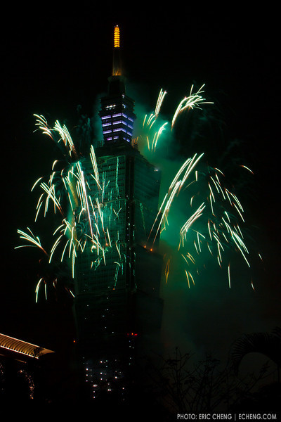 2011 New Year fireworks at Taipei 101, Taiwan