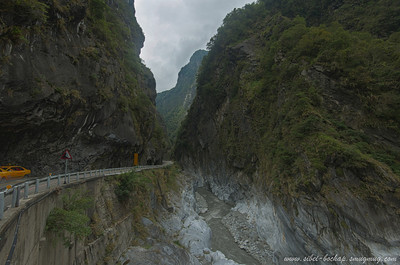 winding roads of taroko gorge