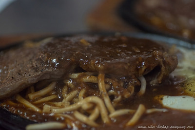close-up of the hot plate black pepper steak