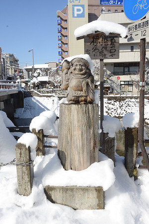 Statue near the open market, Takayama