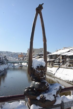 Takayama's long arm statue (Tenagazo or)