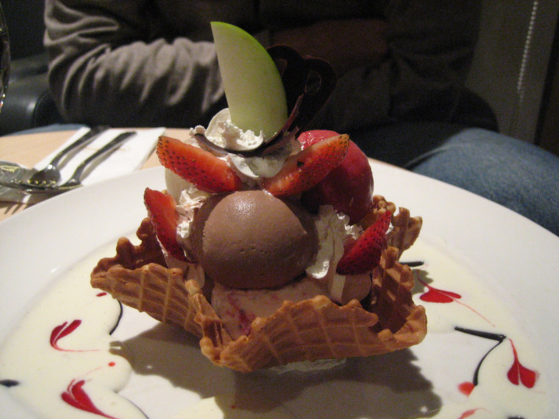 I think only 10 cities in the world have the restaurant style Haagen-Dazs... I used to make these creations in the kitchen!