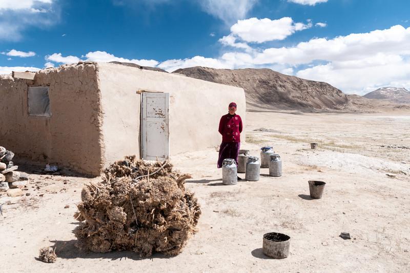 Kirgiz shepherds wife. Bulunkul - Alichur via Ak Jar. Tajikistan