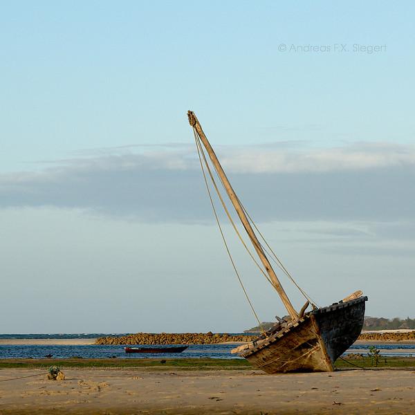 Maua Beach: old sailboat