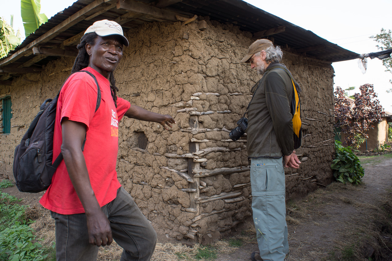 Kapanya shows us the traditional construction of a house.