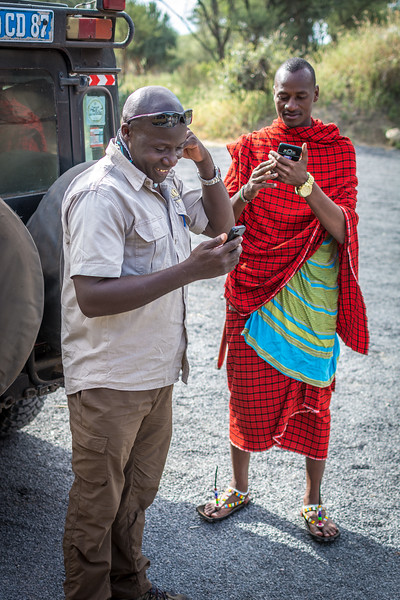 Leonard and a Maasai tribesman - no escaping the smart phones!