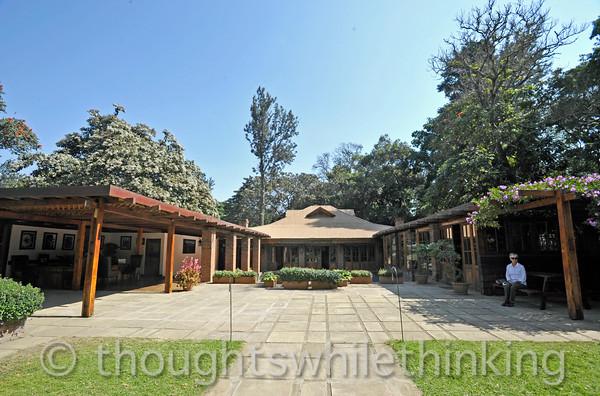 Tanzania 2014 Arusha Coffee Lodge, drive to Ngorongoro Crater