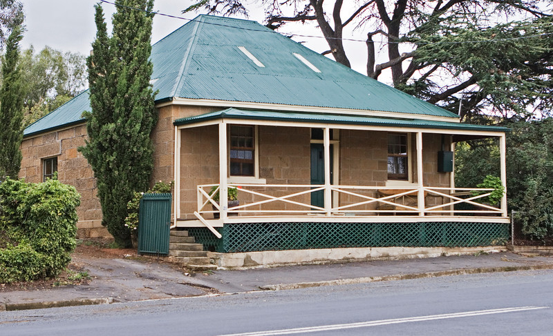 McCauley's Cottage at Hamilton, our next rental.  Not very prepossessing in this front view but spacious and very nicely renovated inside, with a spectacular garden in the rear.