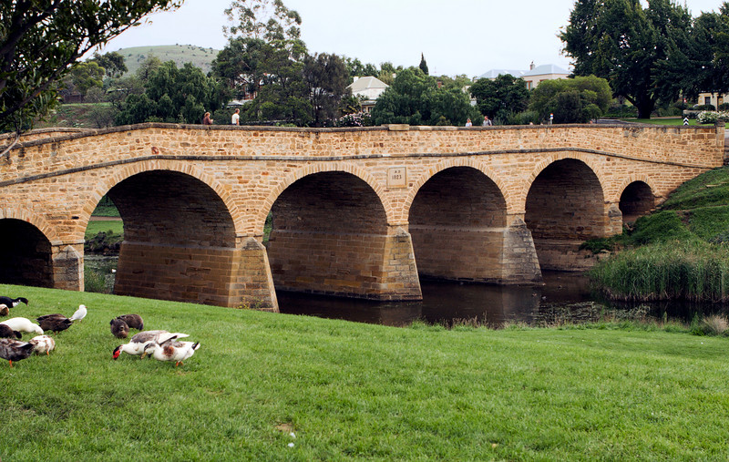 The historic 1823 bridge at Richmond.  Richmond was very much a tourist destination town -- lots of restoration to a high standard of  picturesque-ness -- and not our favorite place.