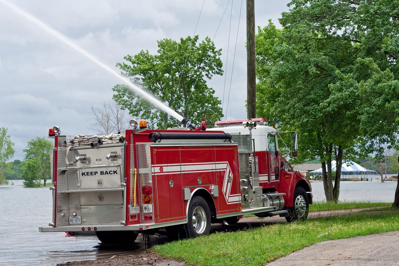 8677 Fire Truck Spray