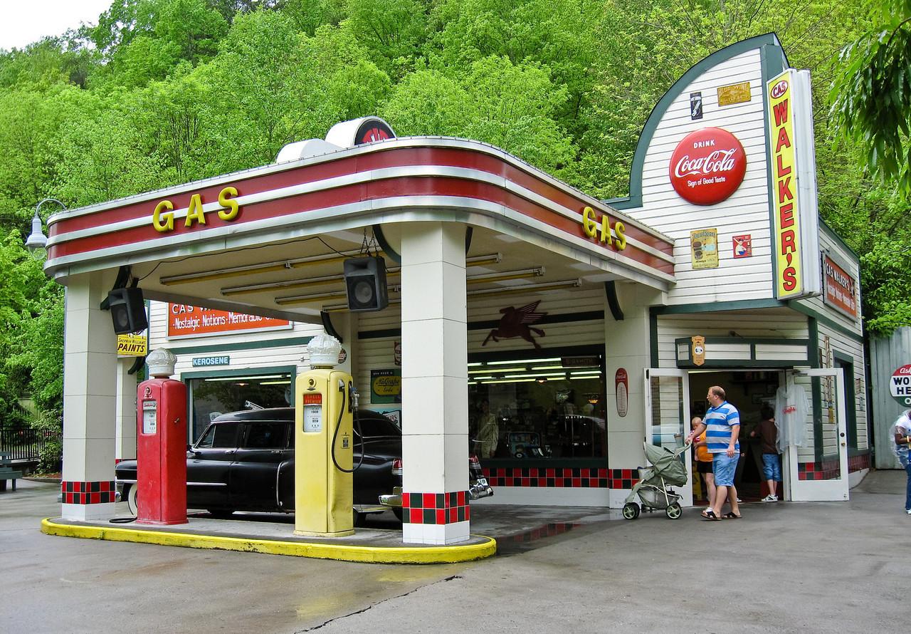 1679 Gas Station Dollywood