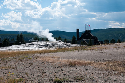 Yellowstone - Old Faithful geyser with Old Faithful Inn