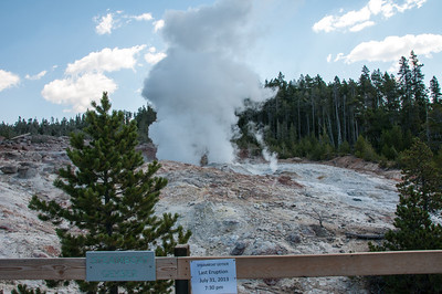 Yellowstone - Steamboat geyser