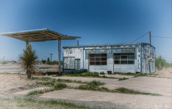 Abandoned Gas station in Toyah, TX