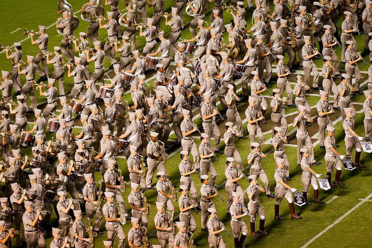 Tight maneuvers by the FIghtin' Texas Aggie Band.