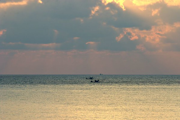 Sunrise at Thong Nai Pan