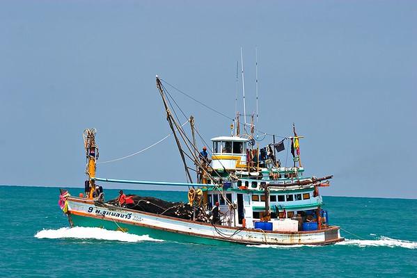 Fishing boat off Thong Sala