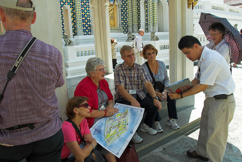 Krung Thep Grand Palace - Bangkok<br /> Our small group with Ray, our guide