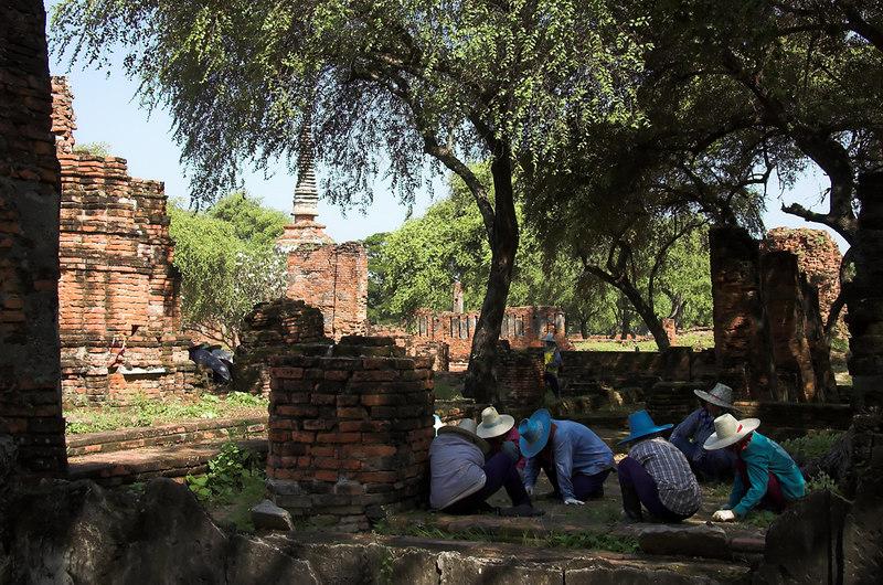 Ayuttaya - Ancient Capital of Thailnad<br /> Groudskeeping crew